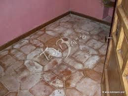 Manchas en suelo y paredes